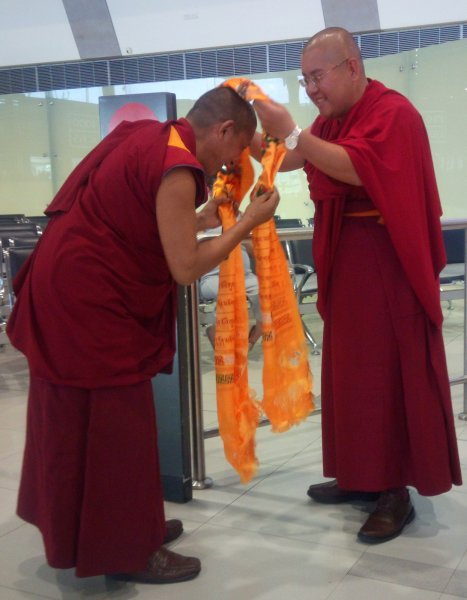 Geshe Ngawang Sonam presents khata to His Eminence Ling Rinpoche in Perth Airport on 20 Mar 2018